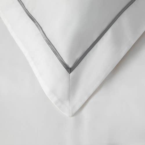 Linge de lit en coton Égyptien 120 fils/cm² - 300TC Satin de Coton – Taie d'Oreiller à volant Cordon Gris